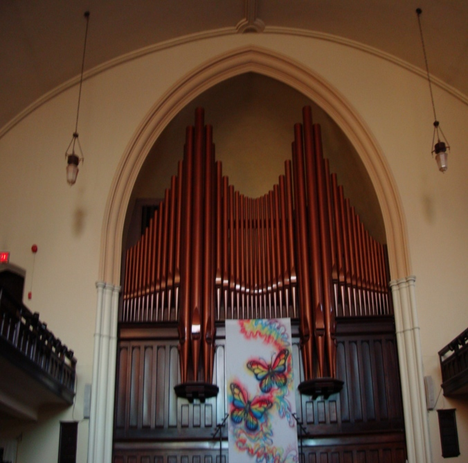 This is one big organ.  I'd love to hear it.